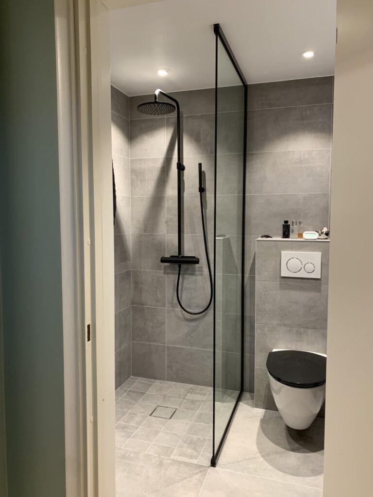 Montering av duschväggar