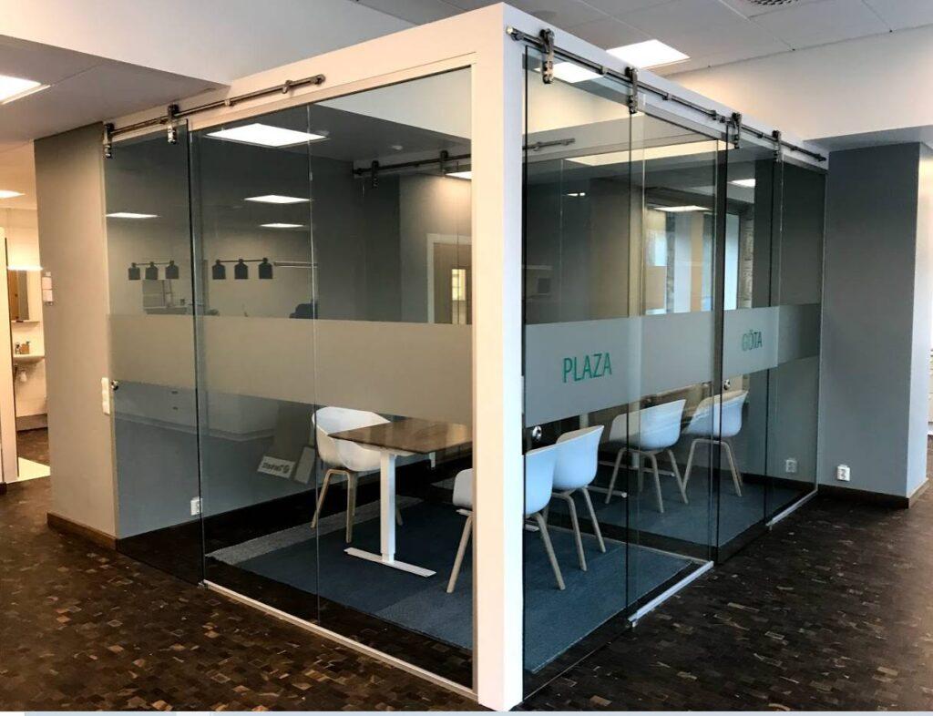 Glasväggar till kontor eller hemmet